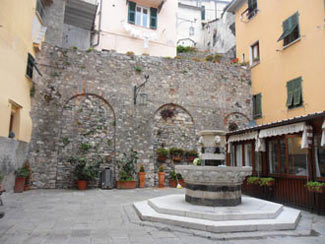 Portovenere - Paul Centinaro's Square in the center<br>4320x3240, 1.85 MB