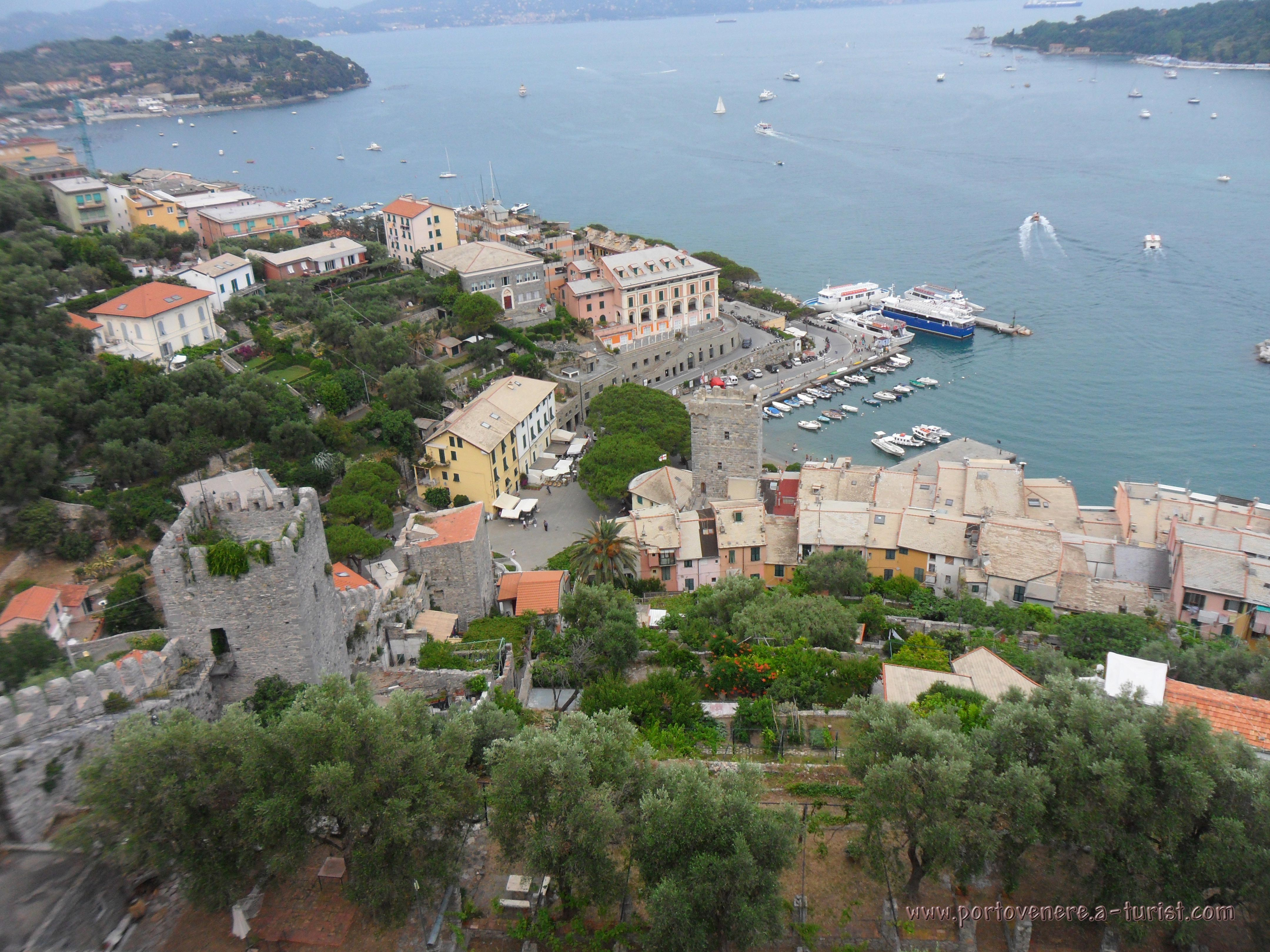 Portovenere - Panoramic view from the Castle Doria<br>4320x3240, 1.91 MB